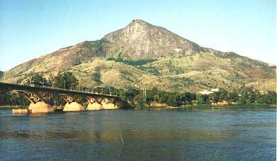 PICO DO IBITURUNA E PONTE DA BR-116 SOBRE O RIO DOCE